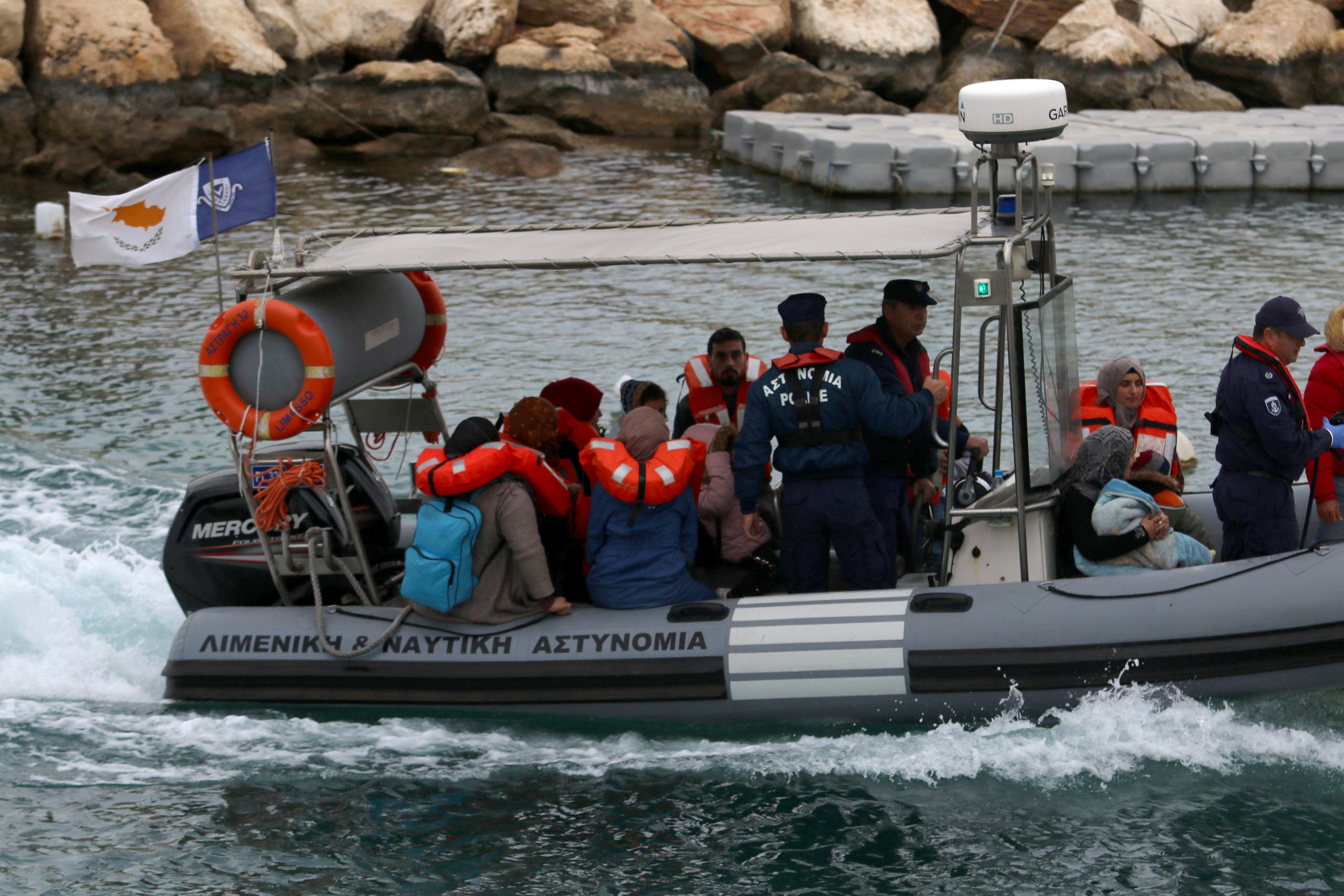 عملية سابقة لخفر السواحل القبرصي لاعتراض قارب مهاجرين سوريين في يناير الماضي