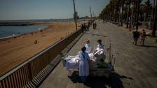 اسپین میں کرونا کے مریضوں کا دھوپ کے ذریعے علاج کا عجیب وغریب طریقہ