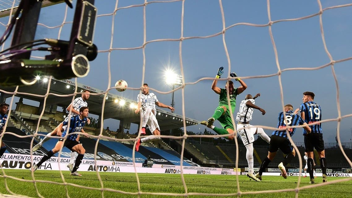 Inter Milan's Italian defender Danilo D'Ambrosio(L) scores the opening goal during the Italian Serie A football match Atalanta vs Inter played behind closed doors. (File photo: AFP)