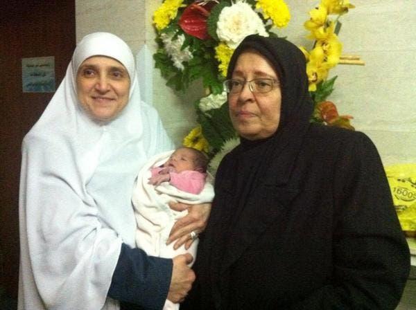 زوجة الحسيني بجانب زوجة محمد مرسي