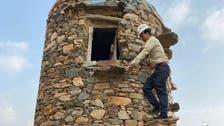 سعوديون يرممون القلاع الحجرية بجازان.. لهذا السبب