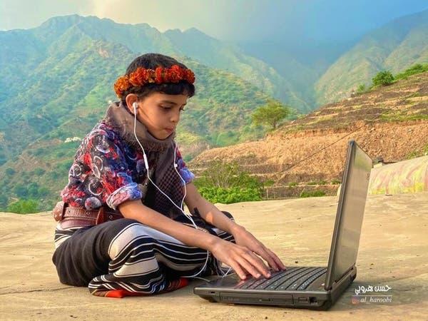 صورة طالب بالزي الجبلي تحصد الإعجاب.. ما قصتها؟