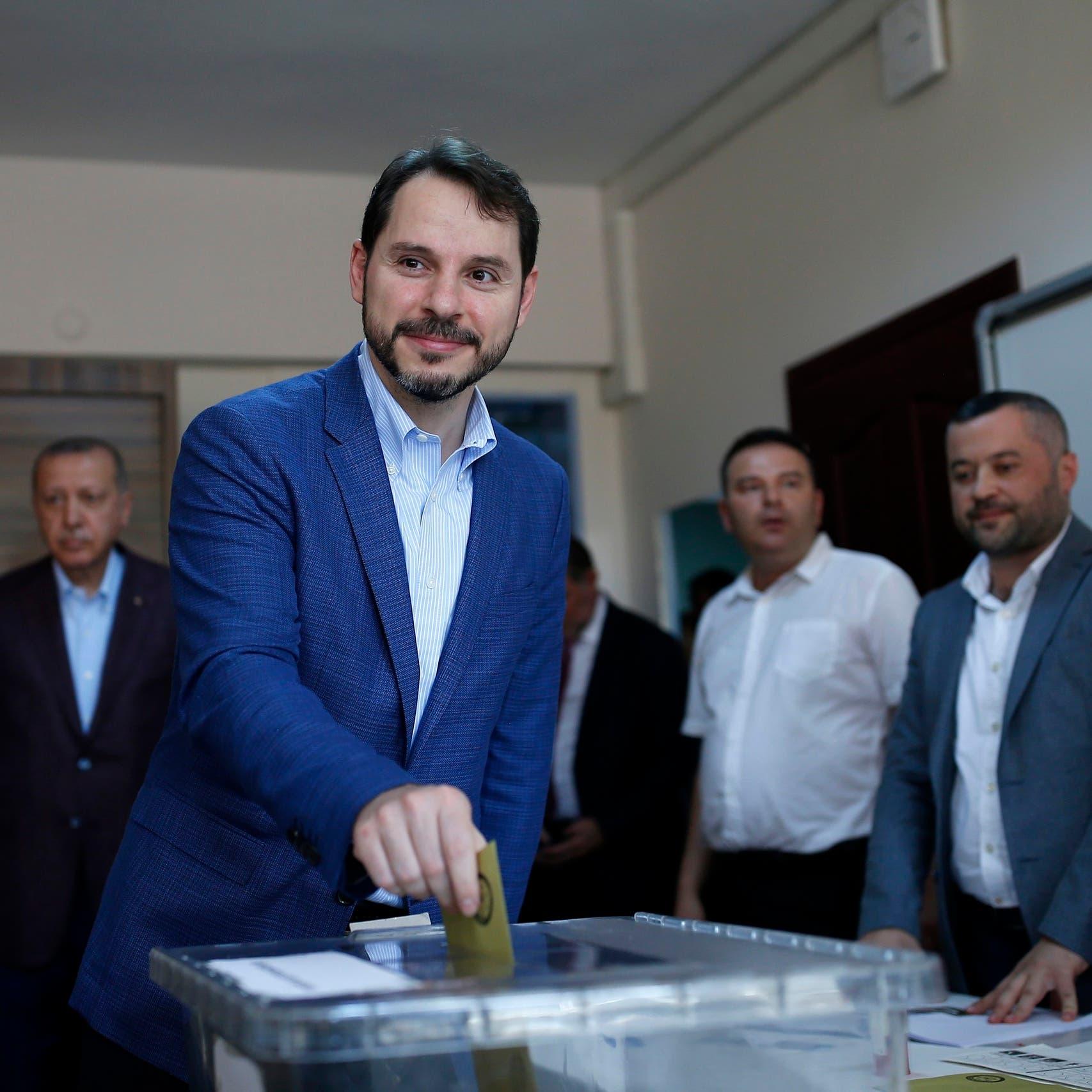 جديد استقالة صهر أردوغان.. نائب يكشف مستورا