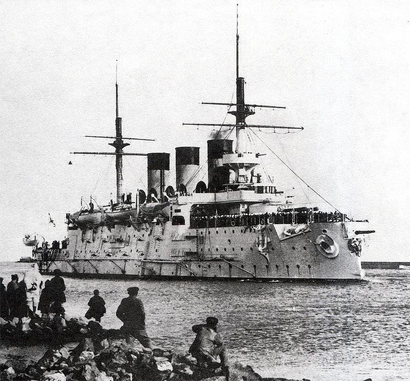 صورة لإحدى السفن الروسية التي غرقت خلال معركة تسوشيما