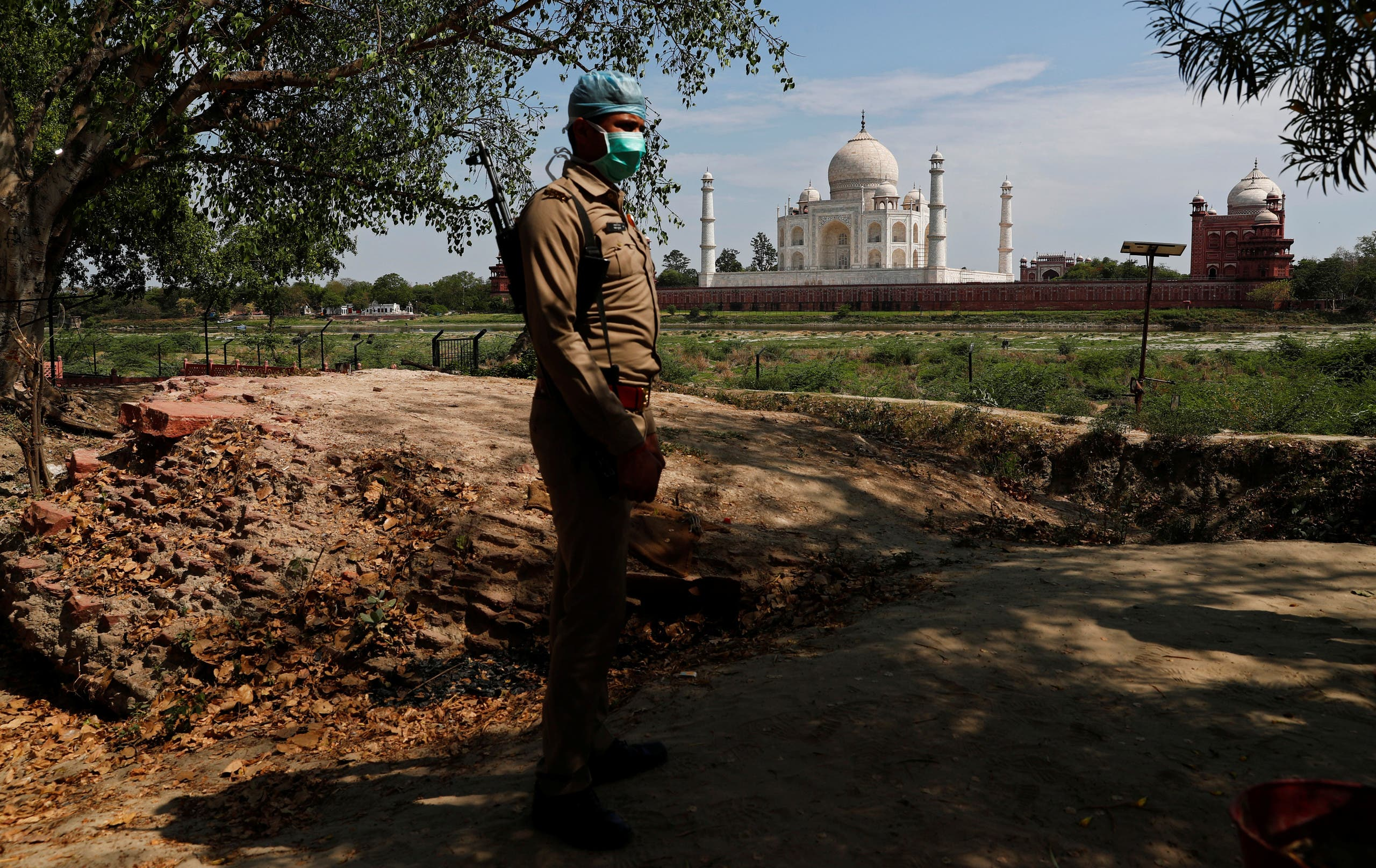 A policeman stands guard near the historic Taj Mahal during a nationwide lockdown to slow the spread of the coronavirus, in Agra, India, April 23, 2020. (Reuters)