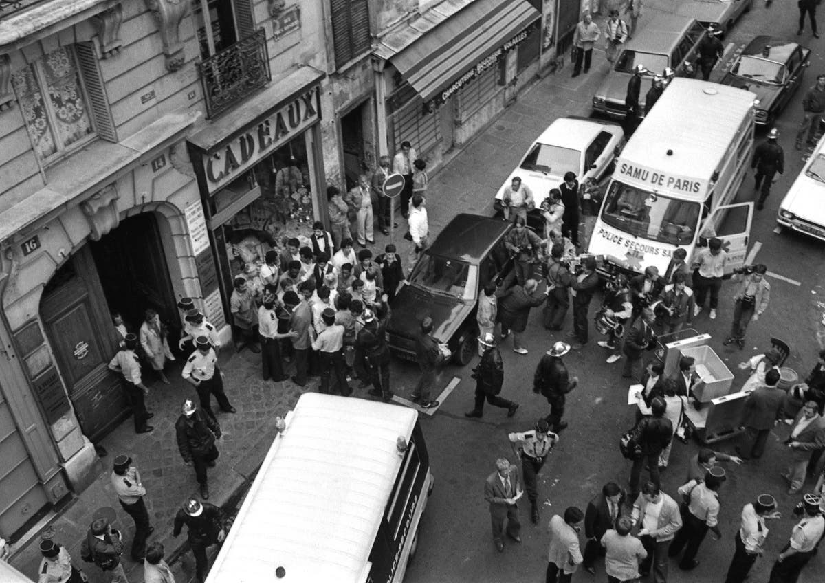 A general view of the scene of a deadly attack on the Jo Goldenberg Jewish restaurant and deli, in Paris, France, August 9, 1982. (AP)