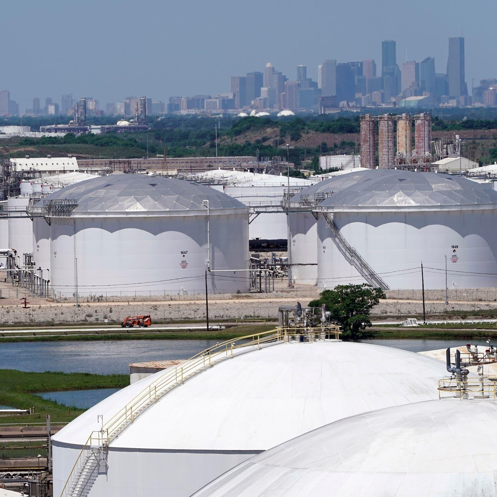 ارتفاع مخزونات النفط الأميركية وهبوط مخزونات الوقود