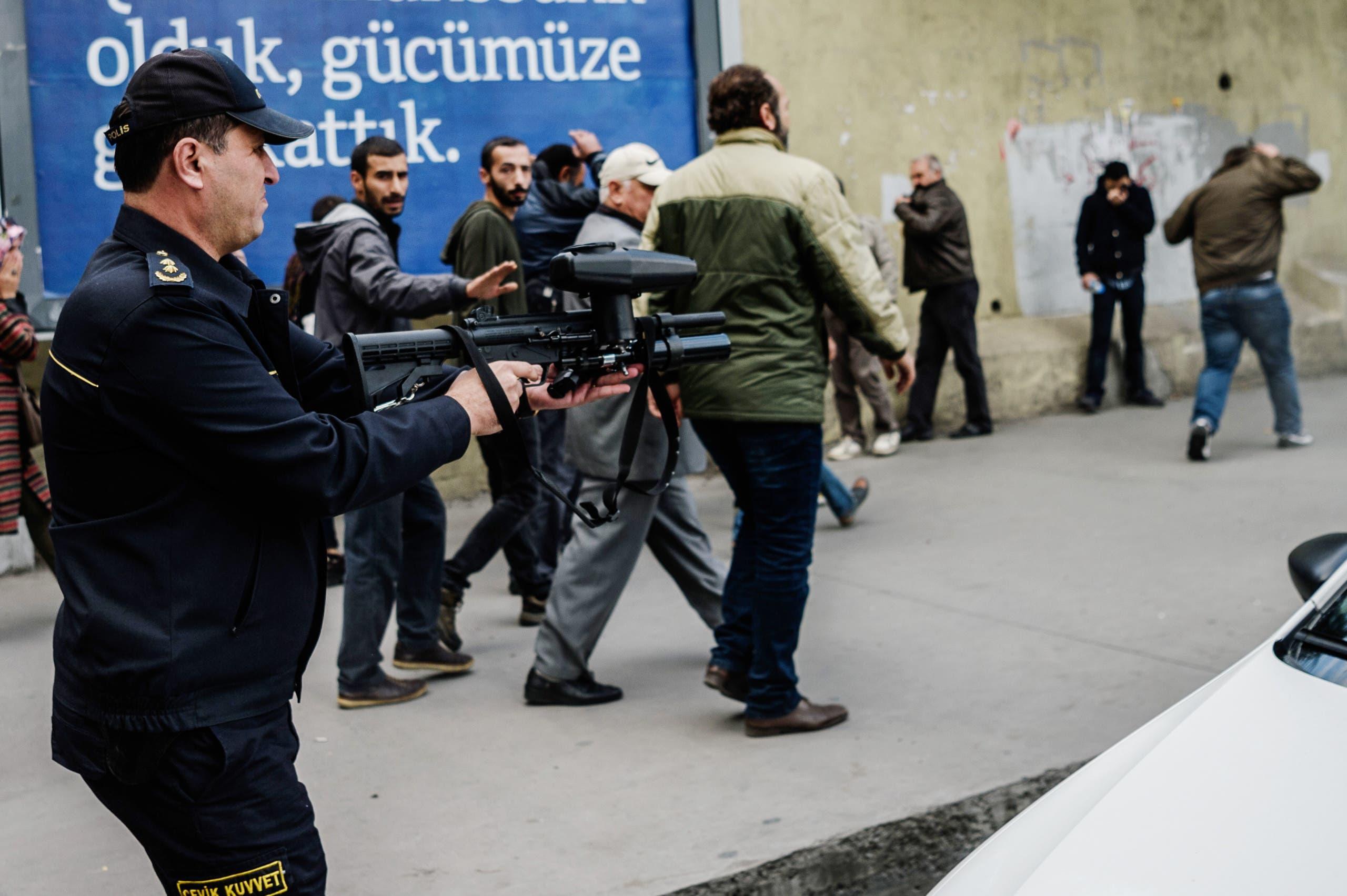 اشتباكات بين الشرطة وحزب الشعوب الديمقراطي في ديار بكر في 2016