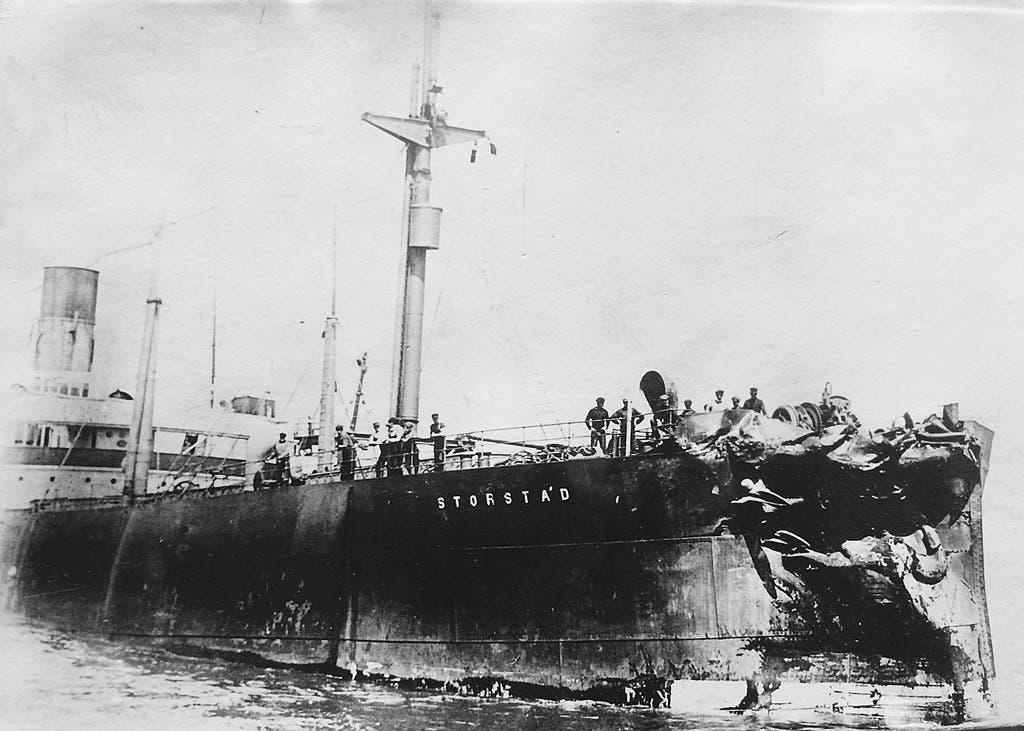 صورة للدمار الذي لحق بالسفينة النرويجية ستورستاد عقب الكارثة