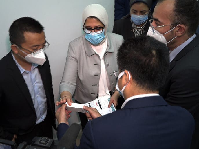 مصر تبدأ التجارب السريرية للقاحين صينيين على آلاف المتطوعين