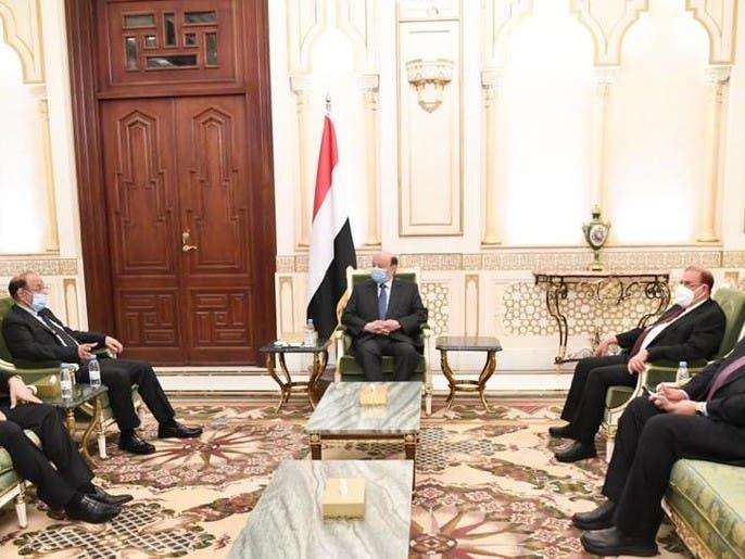 الرئيس اليمني: يجب العمل الجاد على تسريع تنفيذ اتفاق الرياض