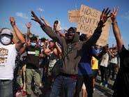 لاجئون بلا مأوى في ليسبوس اليونانية يشتبكون مع الشرطة