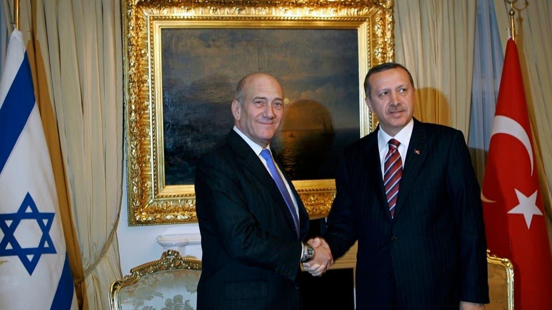 Israeli Prime Minister Ehud Olmert, left, and his counterpart Recep Tayyip Erdogan shake hands Ankara, Dec. 22, 2008. (AP)