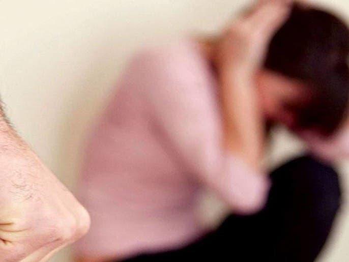 السلطات السعودية تنهي مأساة فتاة عنّفها والدها وحبسها