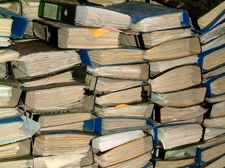 مستندات ووثائق من عهد حزب البعث في العراق (أرشيفية- فرانس برس)