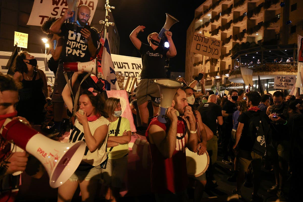 Israeli protesters shout slogans during an anti-government demonstration in front of PM Netanyahu's residence in Jerusalem on September 12 2020. (AFP)