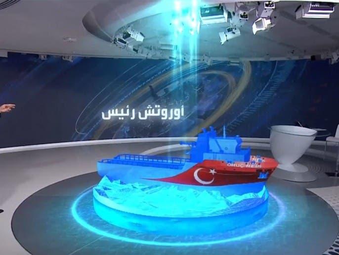 السفينة التركية أوروتش رئيس تراجعت إلى مياه مدينة انطاليا