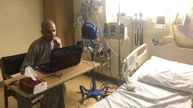 معلم سعودي مصاب بالسرطان يدرّس طلابه من غرفة المستشفى