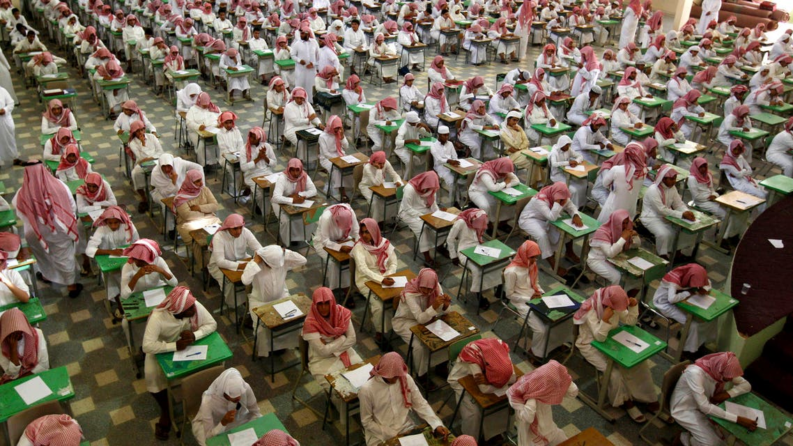 Secondary school students sit for an exam at the Abu Baker Al Arabi government school in Riyadh June 20, 2010. (Retuers)