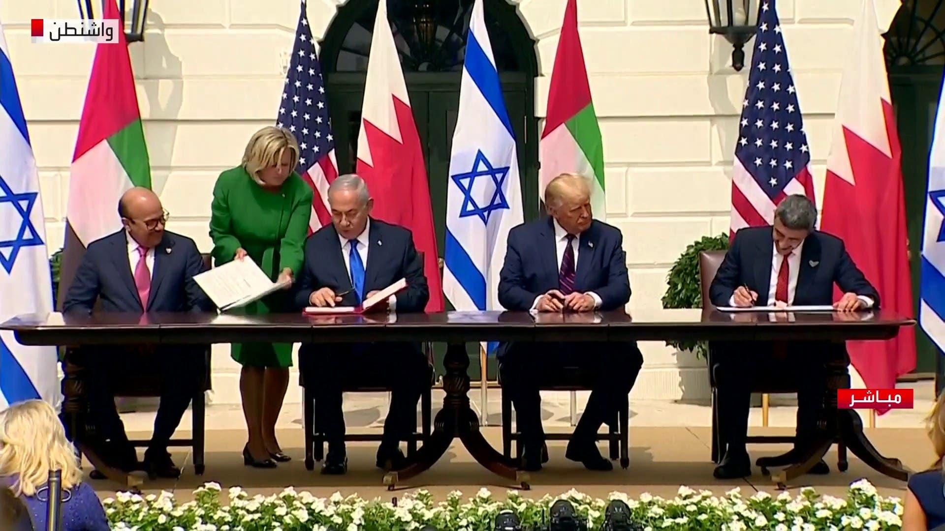 لحظة توقيع الاتفاق التاريخي بين إسرائيل و الإمارات و البحرين برعاية أميركية