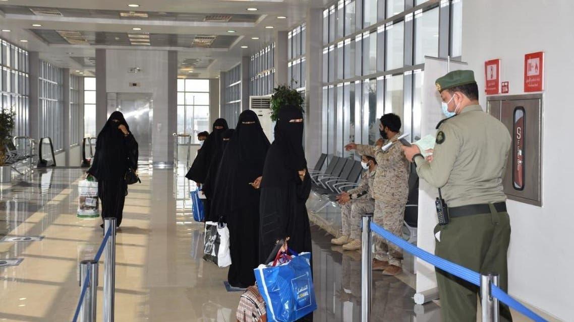 التحالف ينقل 18 يمنياً إلى سقطرى بعد تلقيهم العلاج بالسعودية 16 سبتمبر 2020