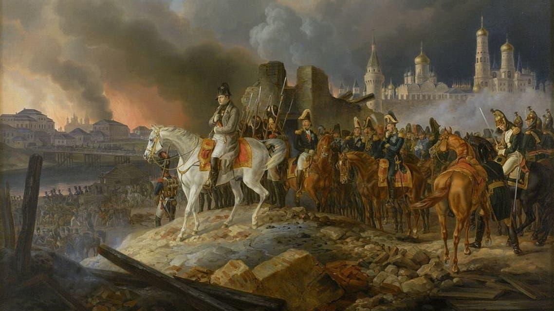 لوحة تجسد الإمبراطور الفرنسي نابليون بونابرت أثناء تأمله لحريق موسكو عام 1812