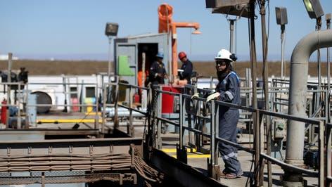 هبوط مخزونات النفط والبنزين الأميركية
