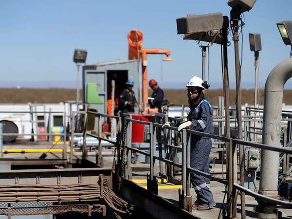 بعد خسائر ثقيلة.. النفط يخفف خسائره وقلق السوق لا يستكين!