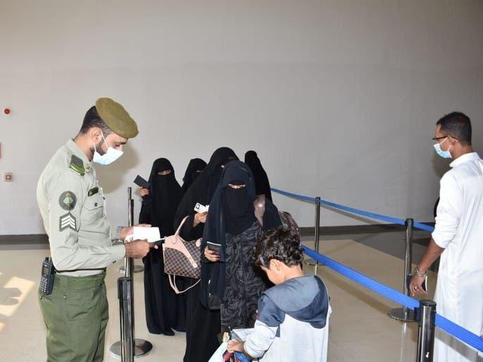 بعد علاجهم بالسعودية.. التحالف ينقل 18 يمنياً إلى سقطرى
