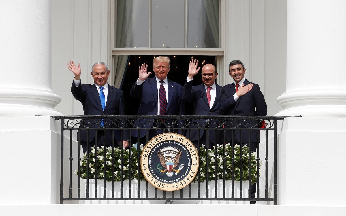 Israel's PM Benjamin Netanyahu, US President Donald Trump, Bahrain's FM Abdullatif Al Zayani and UAE FM Sheikh Abdullah bin Zayed Al Nahyan wave from the White House balcony, Sept. 15, 2020. (Reuters)