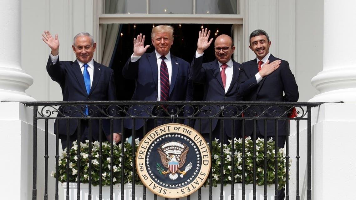 Israel's PM Benjamin Netanyahu, US President Donald Trump, Bahrain's FM Abdullatif Al Zayani and UAE FM Sheikh Abdullah bin Zayed Al Nahyan wave from the White House balcony, Sept. 15, 2020. (Reuters)