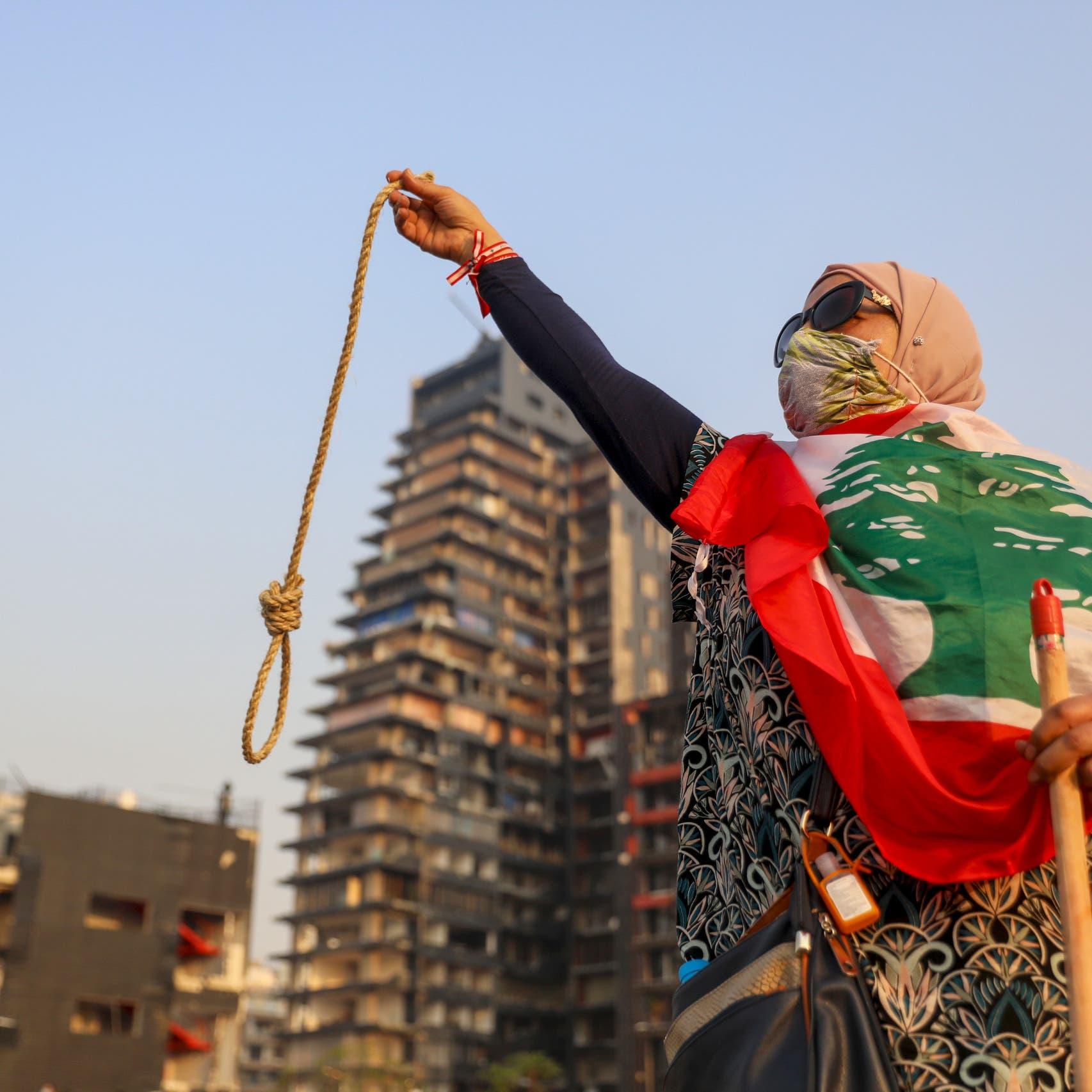 """لبنان.. """"ارتياب"""" سياسيين يعلق التحقيق بانفجار مرفأ بيروت"""