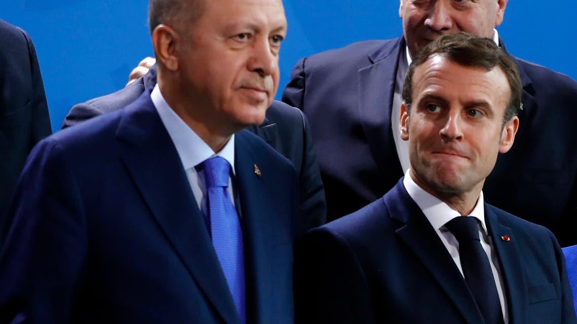 الرئيس الفرنسي إيمانويل ماكرون ونظيره التركي رجب طيب أردوغان (فرانس برس)