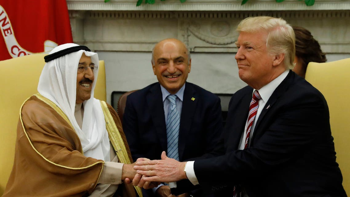 U.S. President Donald Trump (R) welcomes Emir of Kuwait Sabah Al-Ahmad Al-Jaber Al-Sabah (L) in the Oval Office at the White House in Washington, U.S., September 7, 2017. (File photo: Reuters)