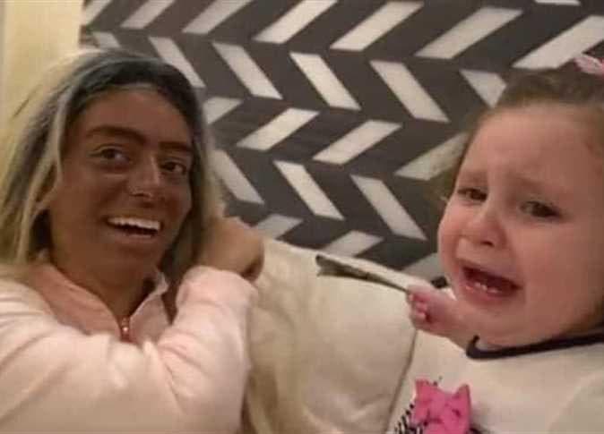 مقطع من فيديو ترويع الطفلة
