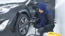 سعودی دو شیزہ نے میڈیا اور ٹیلی کام میں تعلیم حاصل کرکے گاڑیوں کی تزئین کا پیشہ اپنا لیا