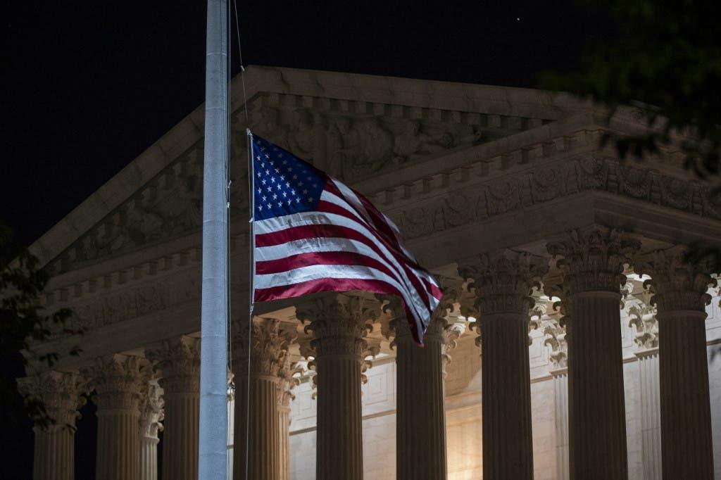 تنكيس العلم الأميركي على وفاة روث غينسبورغ