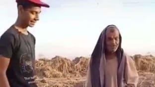 شاهد ماذا فعل شابان مع عجوز معاق ذهنياً أثار غضب المصريين