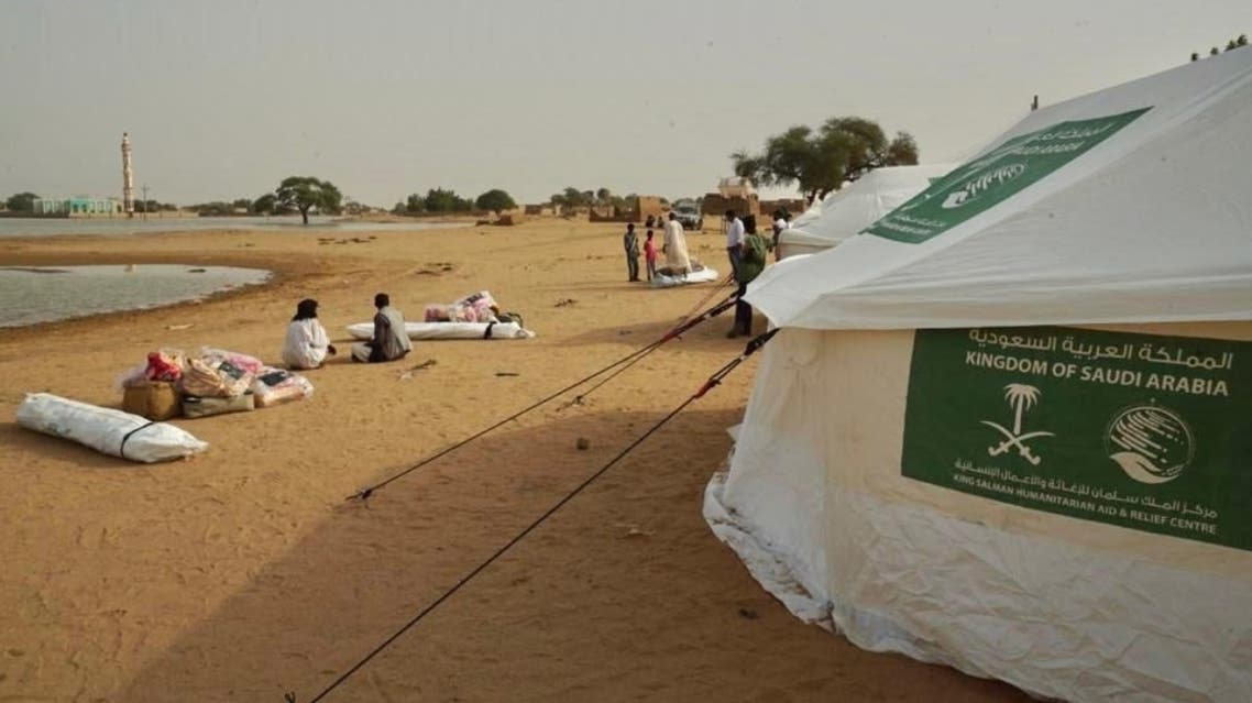 KSrelief donates 400 tents and shelter aid packages to help support those affected by the deadly floods in Sudan. (Twitter)