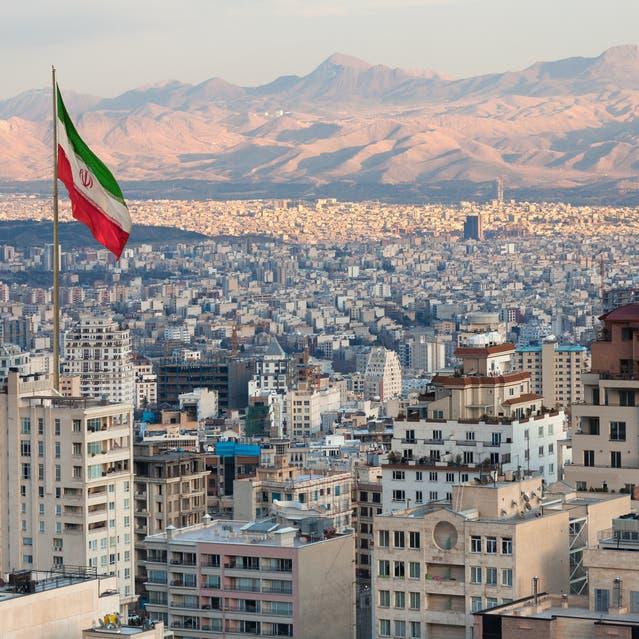 الحرس الثوري يتولى مهمة نقل العاصمة الإيرانية