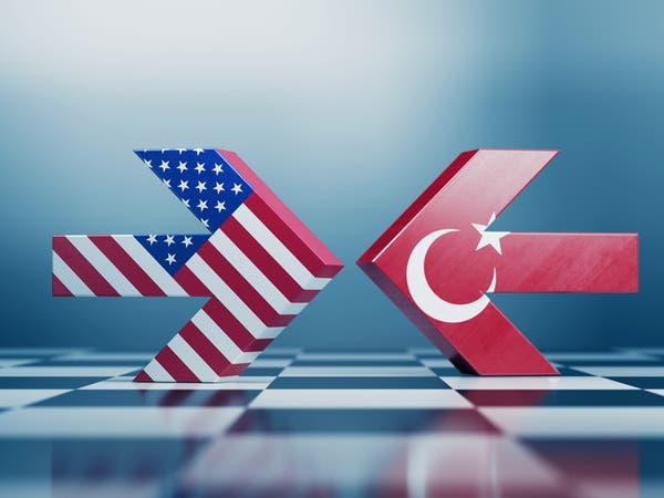 """رحلة في سيارة.. وفاة """"مريبة"""" لصحافي أميركي في اسطنبول"""