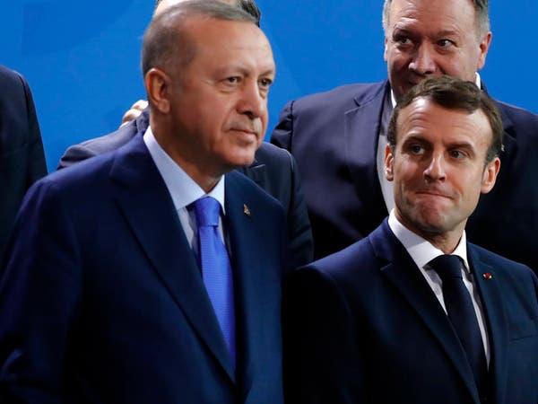 بعد سجالات حادة.. أردوغان يتحدث مع ماكرون عن التعاون