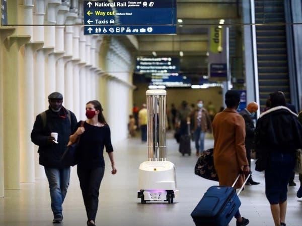 """روبوتات """"مسلحة"""" تلاحق كورونا داخل محطة قطارات في لندن"""