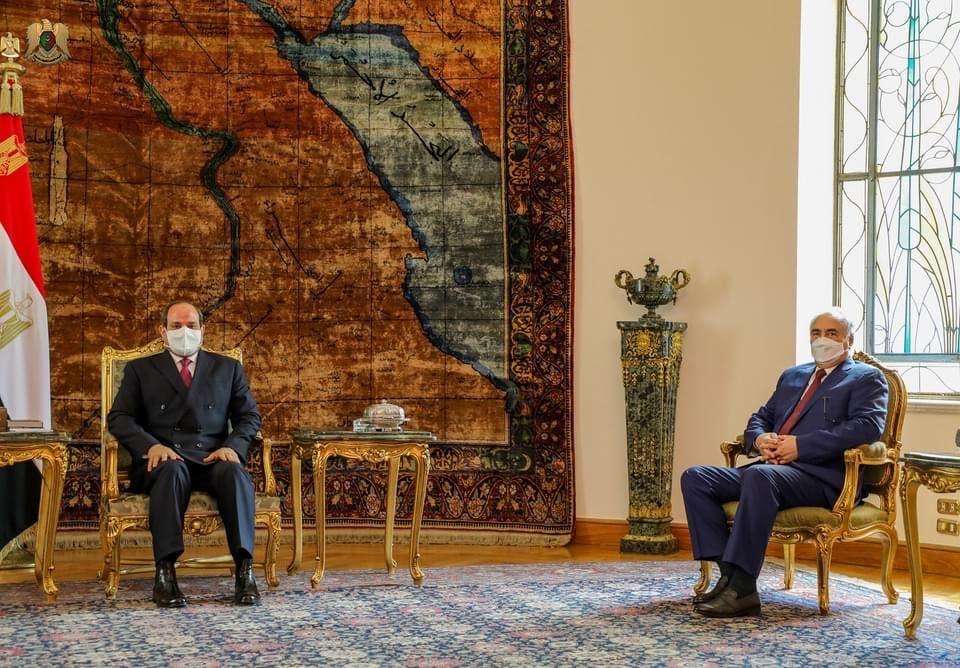 السيسي خلال لقائة عقيلة صالح وحفتر في القاهرة