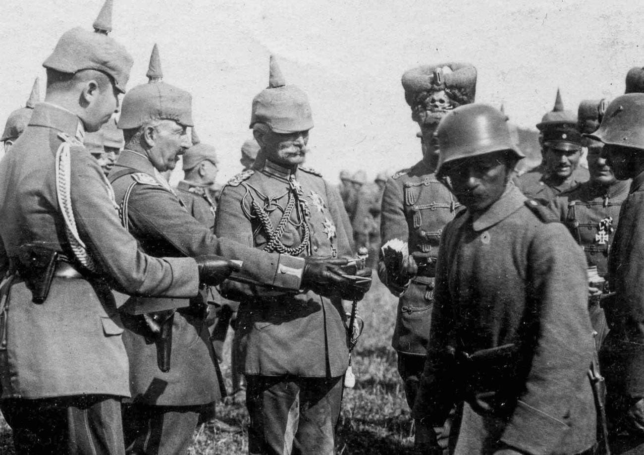 صورة لجنود ألمان وآخرين روس