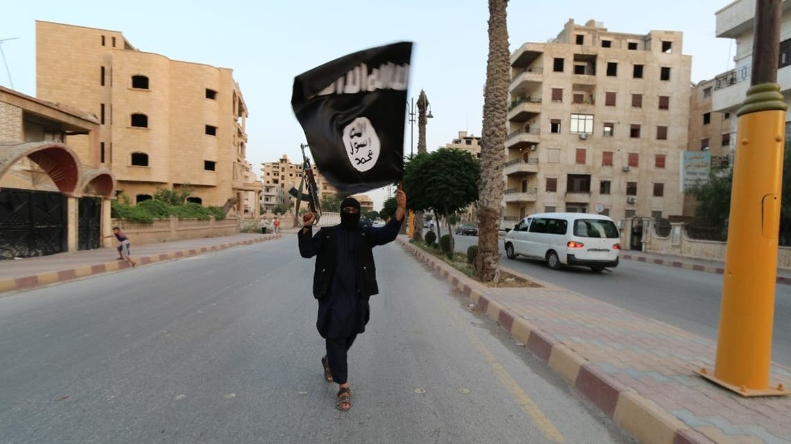member loyal to the Islamic State in Iraq and the Levant (ISIL) waves an ISIL flag in Raqqa June 29, 2014. (File photo: Reuters)