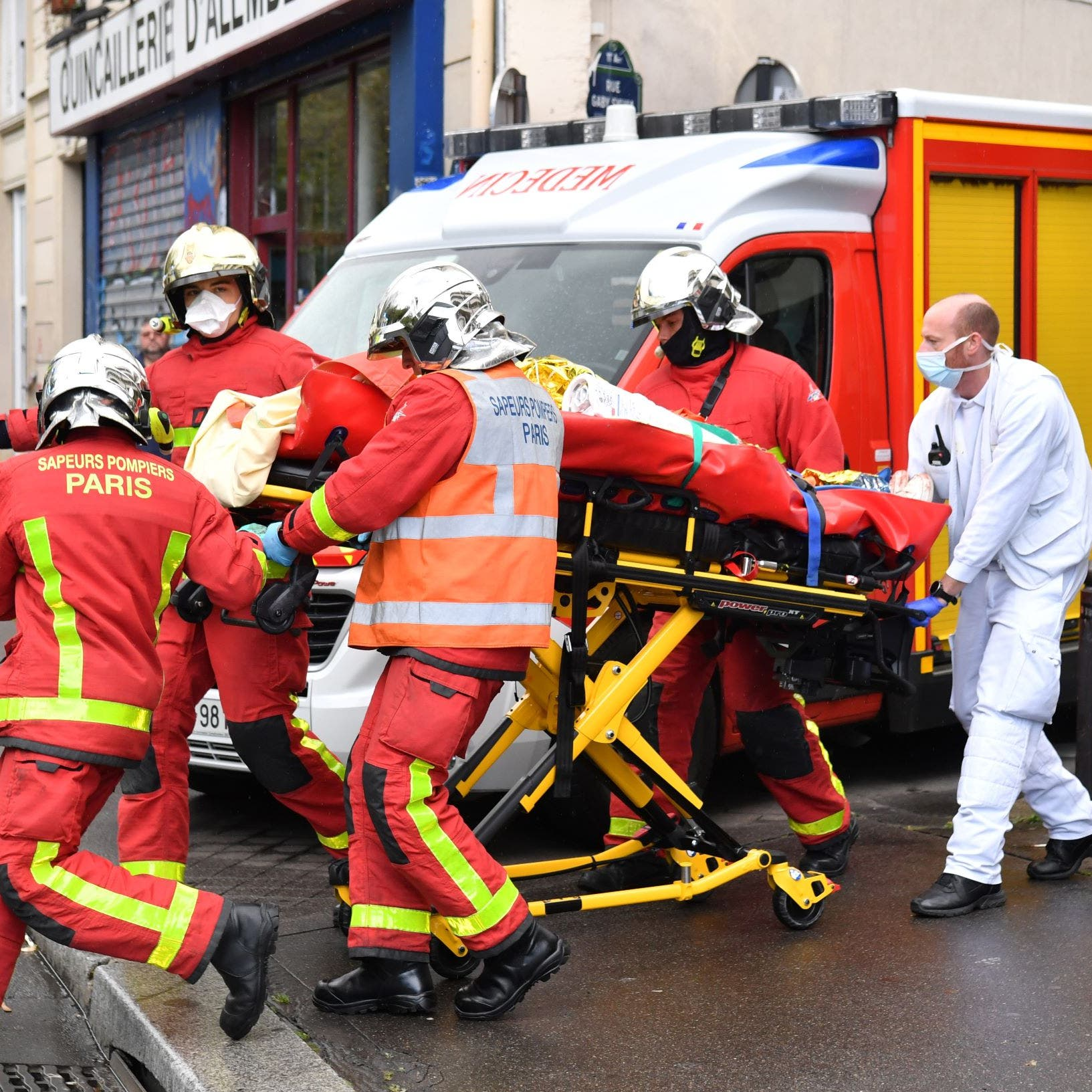 عملية طعن في باريس توقع 4 جرحى.. وتوقيف المهاجم
