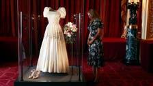 ملکہ برطانیہ اور ان کی پوتی کا مشترکہ لباس نمائش کے لیے پیش