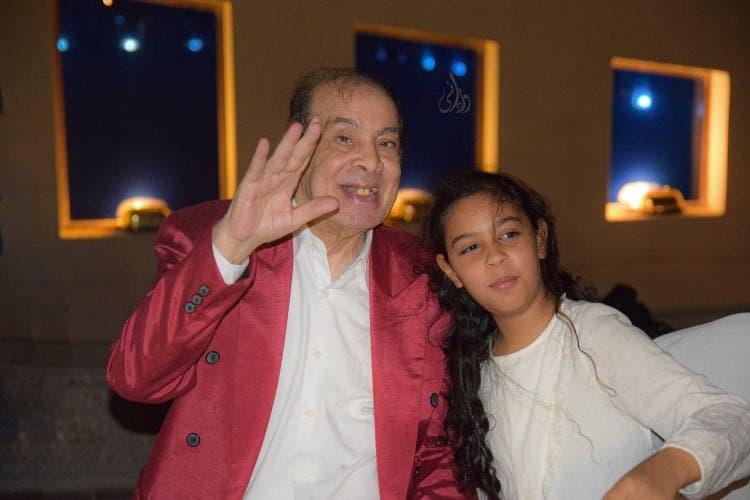 صورة لآخر ظهور للفنان الراحل المنتصر بالله مع حفيدته