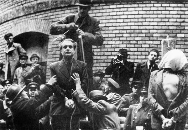صورة لعملية اعدام فيرينك سزالاسي